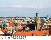 Вид на старый город со смотровой башни костела святой Елизаветы, Вроцлав, Польша, фото № 6321557, снято 19 июля 2014 г. (c) Алина Сбитнева / Фотобанк Лори