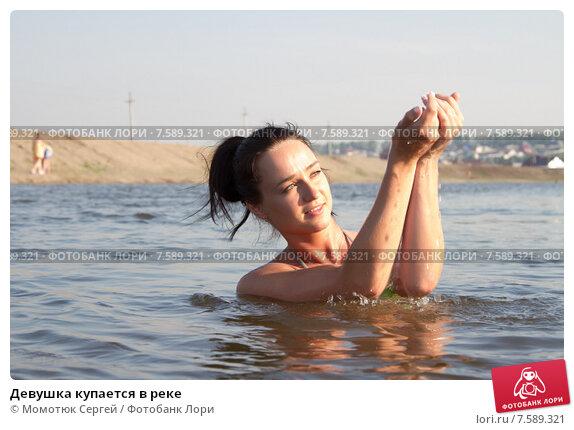 golie-russkie-babi-na-reke