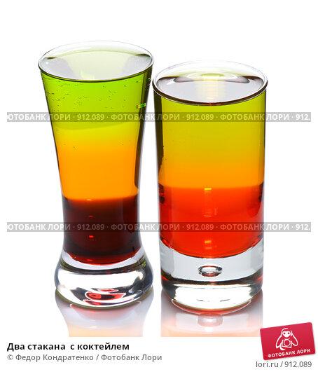 Два стакана с коктейлем, фото N 912089 (c) Федор Кондратенко / Фотобанк...