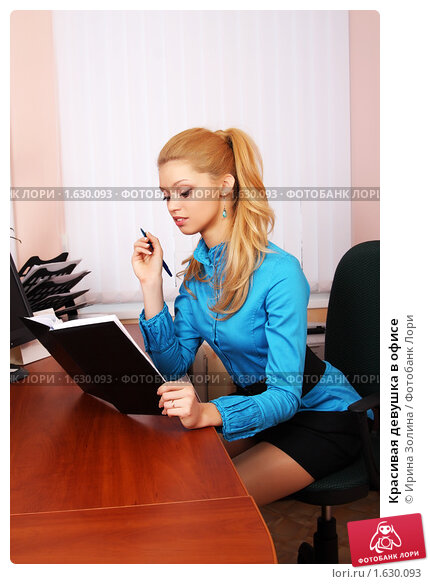 devushki-krasivie-v-ofise-foto