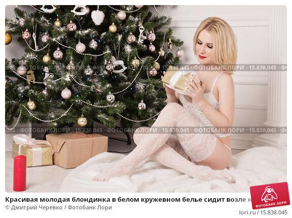 foto-blondinka-v-belom-kruzhevnom-bele