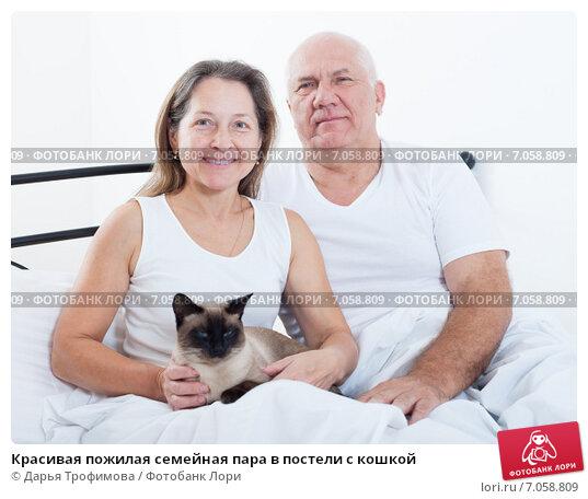 pozhilaya-supruzheskaya-para-v-posteli