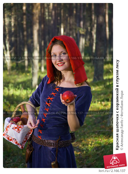 Krasnaya shapochka s korzinkoi v gluhom lesu 0002166137 preview
