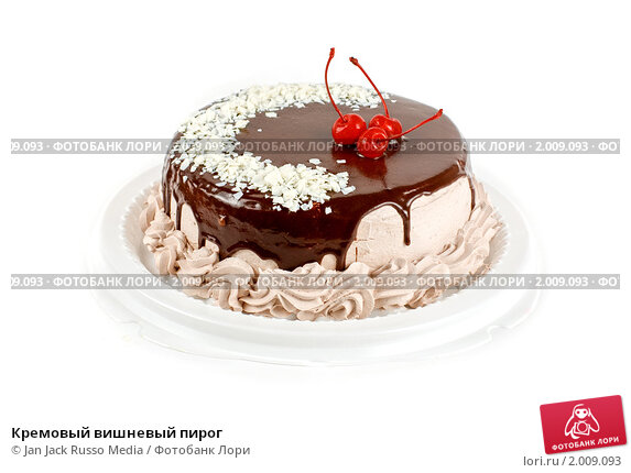 Белый торт с вишней