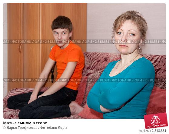 porno-video-mama-i-molodenkiy-sina