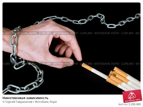 Когда он выпивал у своих знакомых, окурок сигареты чудесным образом упал на спину, и одежда стала тлеть