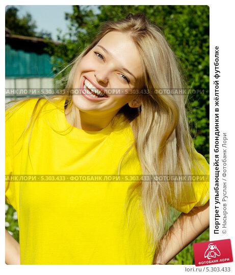 blondinka-v-zheltoy-mayke