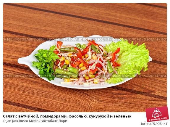 Салат из вареной кукурузы и помидоры