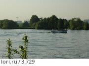 Купить «Катер на реке», фото № 3729, снято 4 июня 2006 г. (c) Юлия Яковлева / Фотобанк Лори