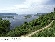 Вид на Волгу и Жигулевские горы. Редакционное фото, фотограф Кузнецов Андрей / Фотобанк Лори