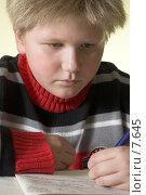 Купить «Мальчик, пишущий в тетради», фото № 7645, снято 21 декабря 2005 г. (c) Михаил Лавренов / Фотобанк Лори