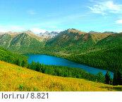 Озеро, окруженное горами, синее небо с облаками. Стоковое фото, фотограф Андрей Жданов / Фотобанк Лори