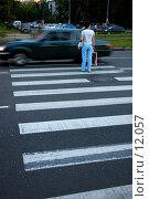 Купить «Пешеходный переход», фото № 12057, снято 5 июля 2006 г. (c) Юлия Перова / Фотобанк Лори