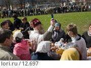 Купить «Москва, Алтуфьево. Церковь на улице Лескова, верующие у Храма в ожидании обряда освящения», фото № 12697, снято 22 апреля 2006 г. (c) Valeriy Lukyanov / Фотобанк Лори