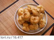 Купить «Заварные пирожные на тарелке», фото № 16417, снято 6 января 2007 г. (c) Григорьева Любовь / Фотобанк Лори