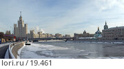 Купить «Вид на Москву-реку», эксклюзивное фото № 19461, снято 22 июля 2019 г. (c) Давид Мзареулян / Фотобанк Лори