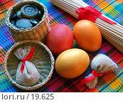 Купить «Пасхальный натюрморт с цветными яйцами и декоративными безделушками», фото № 19625, снято 25 января 2007 г. (c) only / Фотобанк Лори