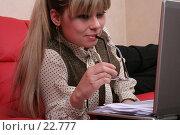 Купить «Деловая женщина работает за компьютером», фото № 22777, снято 5 февраля 2007 г. (c) Vdovina Elena / Фотобанк Лори