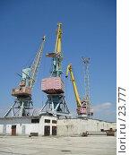 Купить «Краны в порту», фото № 23777, снято 30 июля 2006 г. (c) Светлана / Фотобанк Лори