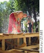 Бензопила в работе (2006 год). Редакционное фото, фотограф Сергей Лаврентьев / Фотобанк Лори