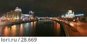 Купить «Панорама: Дом на набережной, Москва-река, Храм Христа Спасителя», фото № 28669, снято 18 ноября 2005 г. (c) Андрей Ерофеев / Фотобанк Лори