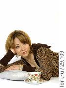 Купить «Девушка с чашкой чая», фото № 29109, снято 24 марта 2007 г. (c) Вадим Пономаренко / Фотобанк Лори