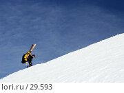 Купить «Лыжник поднимается по гребню горы, Север России», фото № 29593, снято 24 марта 2007 г. (c) Vladimir Fedoroff / Фотобанк Лори