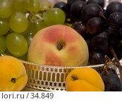 Купить «Фруктовый натюрморт», фото № 34849, снято 31 мая 2006 г. (c) Ирина Солошенко / Фотобанк Лори