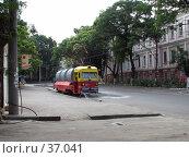 Купить «Трамвай-поливальщик. Раннее утро в Одессе», фото № 37041, снято 3 августа 2006 г. (c) Людмила Жмурина / Фотобанк Лори