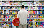 Мужчина выбирает книгу в книжном магазине, фото № 49801, снято 27 мая 2007 г. (c) Юрий Синицын / Фотобанк Лори