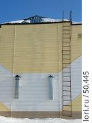 Купить «Пожарная лестница на крышу здания», фото № 50445, снято 24 сентября 2018 г. (c) Александр Тараканов / Фотобанк Лори