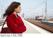 Купить «В ожидании поезда», фото № 53745, снято 1 апреля 2007 г. (c) Михаил Лавренов / Фотобанк Лори
