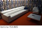 Купить «Белый кожаный диван, кресло и столик», фото № 53865, снято 19 мая 2007 г. (c) Тим Казаков / Фотобанк Лори
