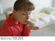Купить «Девушка и хомячок», эксклюзивное фото № 59201, снято 26 марта 2007 г. (c) Natalia Nemtseva / Фотобанк Лори