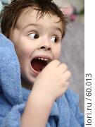 Купить «Мальчик с открытым ртом хочет съесть конфету», фото № 60013, снято 17 апреля 2007 г. (c) Останина Екатерина / Фотобанк Лори
