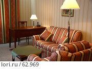 Купить «Интерьер гостиной. Диваны, торшер, рабочий столик с настольной лампой.», фото № 62969, снято 24 июня 2007 г. (c) Harry / Фотобанк Лори