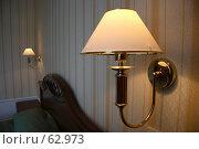 Купить «Настенная лампа в гостиничном интерьере, в полумраке», фото № 62973, снято 24 июня 2007 г. (c) Harry / Фотобанк Лори
