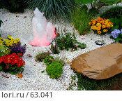 Купить «Маленький декоративный фонтан с подсветкой», фото № 63041, снято 17 июля 2007 г. (c) Тим Казаков / Фотобанк Лори