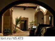 Купить «Закрытый дворик в Валенсии, Испания», фото № 65473, снято 20 июня 2006 г. (c) Старкова Ольга / Фотобанк Лори