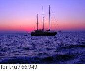 Купить «Яхта в ночном море», фото № 66949, снято 14 июля 2007 г. (c) Алена Сафронова / Фотобанк Лори