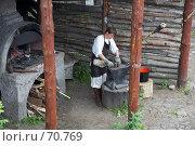 Купить «Работа кузнеца. Сетуньская крепость, Москва», эксклюзивное фото № 70769, снято 10 июня 2007 г. (c) Ирина Мойсеева / Фотобанк Лори