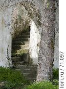 Купить «Старая разрушенная арка», фото № 71097, снято 23 мая 2018 г. (c) SummeRain / Фотобанк Лори