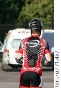 Купить «Профессиональный роллер в спецодежде и шлеме на фоне скорой помощи», фото № 71457, снято 11 августа 2007 г. (c) Fro / Фотобанк Лори
