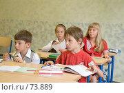 Купить «Школьники на уроке, слушают учителя», фото № 73889, снято 19 августа 2007 г. (c) Павел Гаврилов / Фотобанк Лори