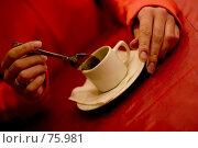 Купить «Кофе и женские руки», фото № 75981, снято 1 марта 2006 г. (c) Лисовская Наталья / Фотобанк Лори