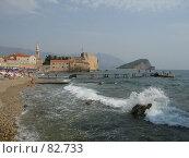 Купить «Сильная волна на пляже у Старого города Будва, Черногория», фото № 82733, снято 31 августа 2007 г. (c) Fro / Фотобанк Лори