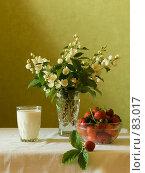 Купить «Молоко и клубника», фото № 83017, снято 27 июня 2007 г. (c) Олег Безручко / Фотобанк Лори