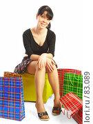Купить «Девушка с пакетами», фото № 83089, снято 14 мая 2007 г. (c) Андрей Армягов / Фотобанк Лори