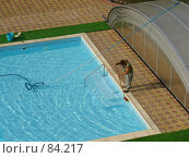Купить «Чистка бассейна», фото № 84217, снято 7 сентября 2007 г. (c) Нетичук Александр / Фотобанк Лори