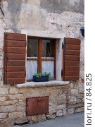 Купить «Окно с деревянными ставнями», фото № 84825, снято 12 июля 2007 г. (c) Golden_Tulip / Фотобанк Лори